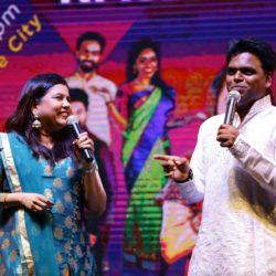 ஆஸ்ட்ரோ கலைஞர்களுடன் பின்னணி பாடகி சாதனா சர்கம் கலந்து கொண்ட 'என்றுமே ராஜா' கலைநிகழ்ச்சி