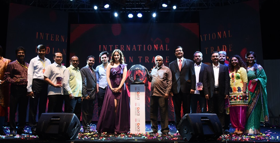 நடிகை லஷ்மி  ராய்  ஆஸ்ட்ரோவின் அனைத்துலக இந்திய வர்த்தக விழா மற்றும் தீபாவளி கொண்டாட்டம் நிகழ்ச்சியைத் துவக்கி வைத்தார்